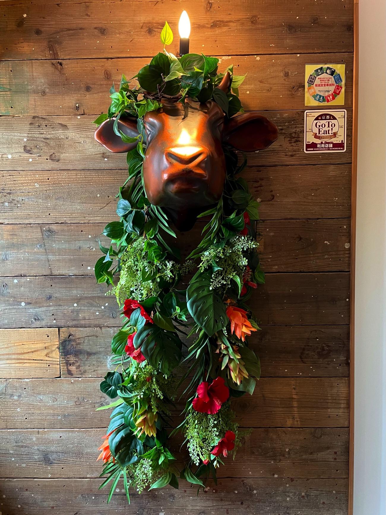 装飾された「牛」