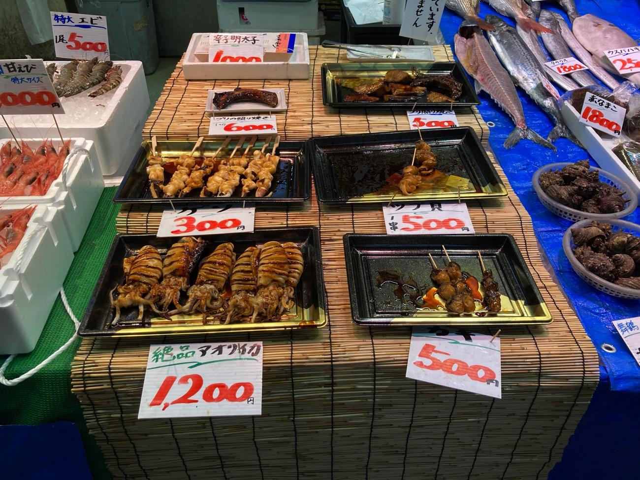 海鮮市場では海鮮焼きの販売も