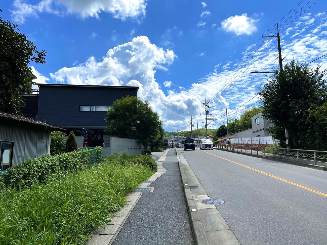 大岩街道(東向き)