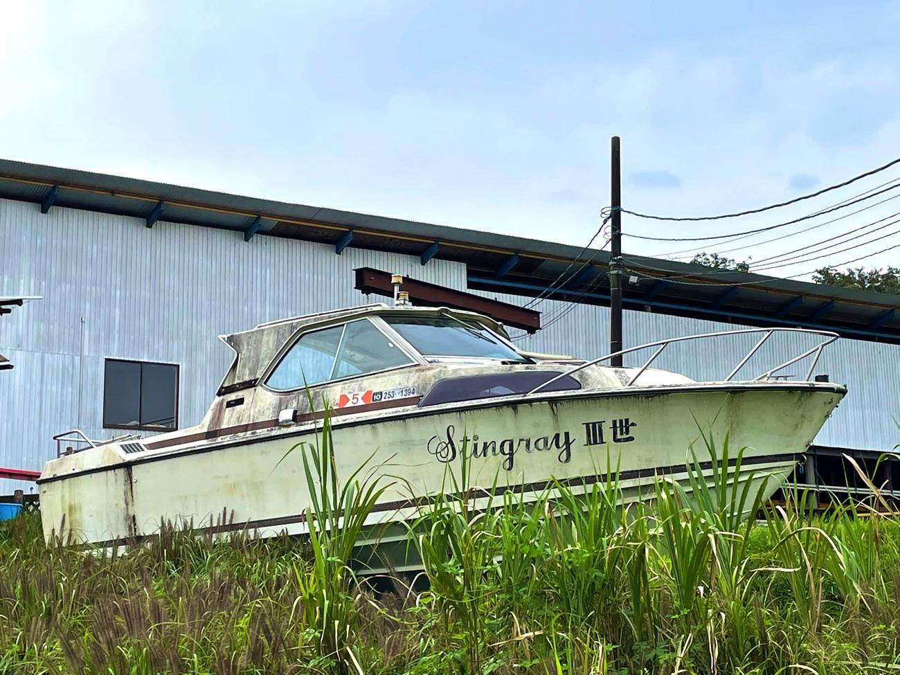 丘の上のボート