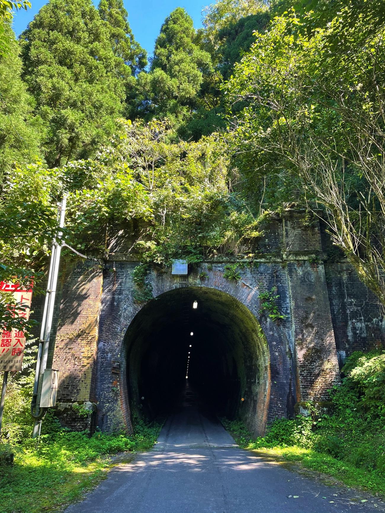 「山中トンネル」の出入口(北側)