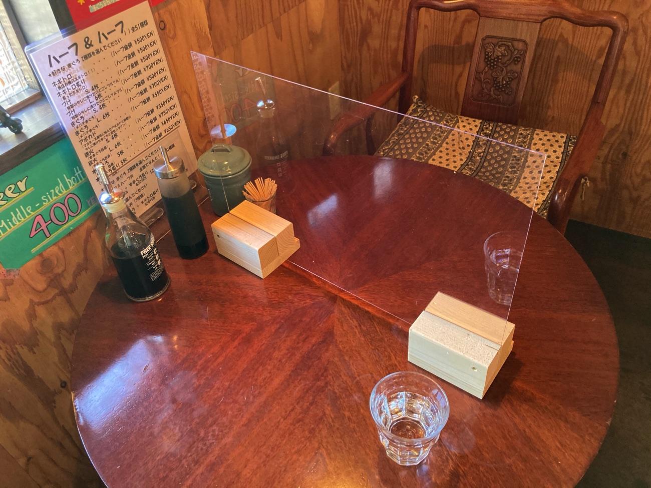 テーブル席のアクリル板