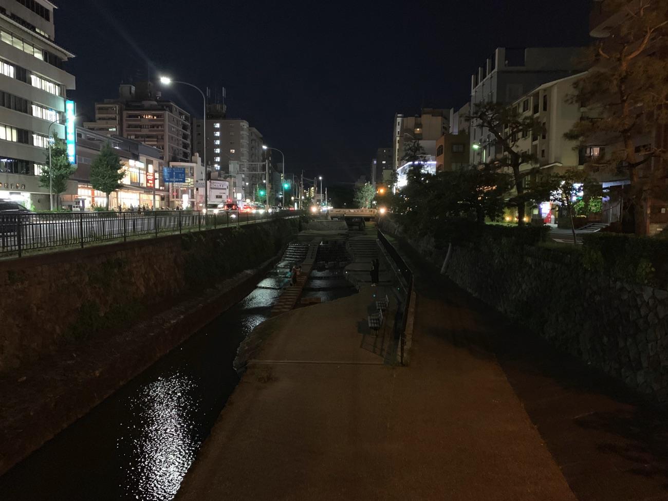 真っ暗な堀川遊歩道