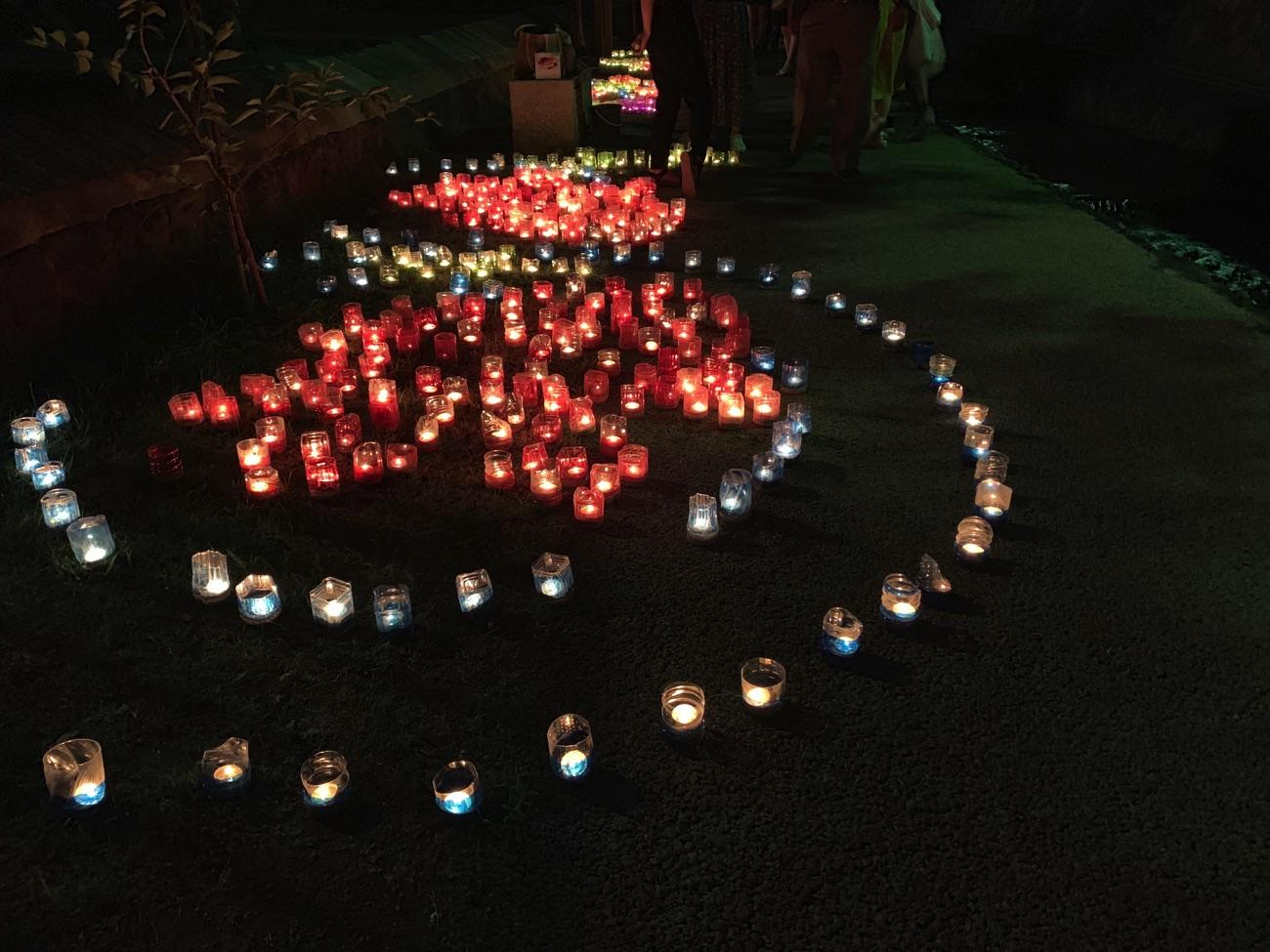堀川遊歩道に並ぶキャンドル