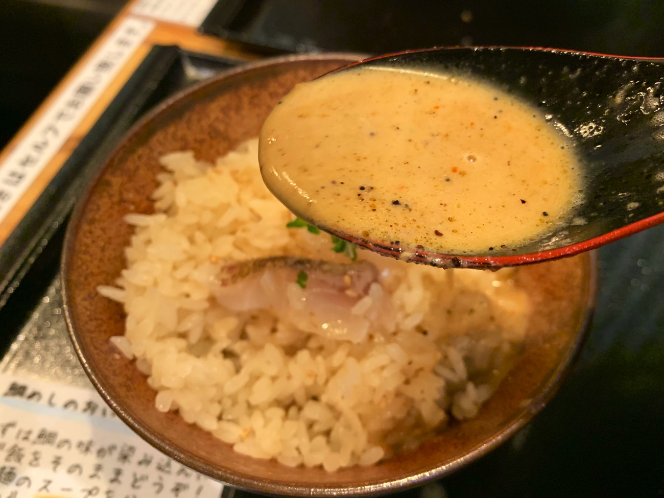 鯛担麺のスープをかける