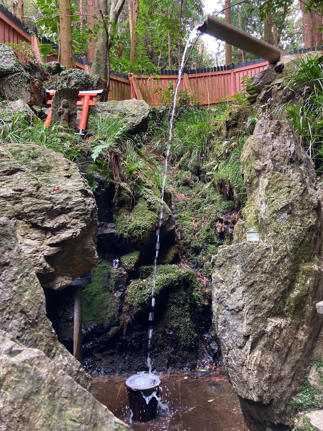 稲荷山の滝行場