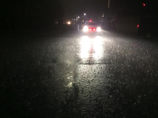 大雨でパトカーが出動?