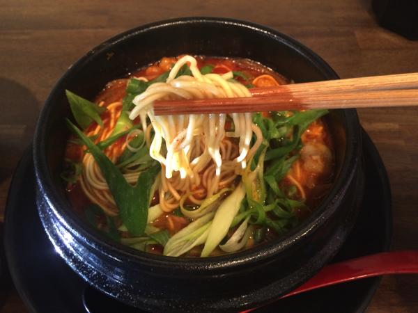 食べ応えのあるストレート麺