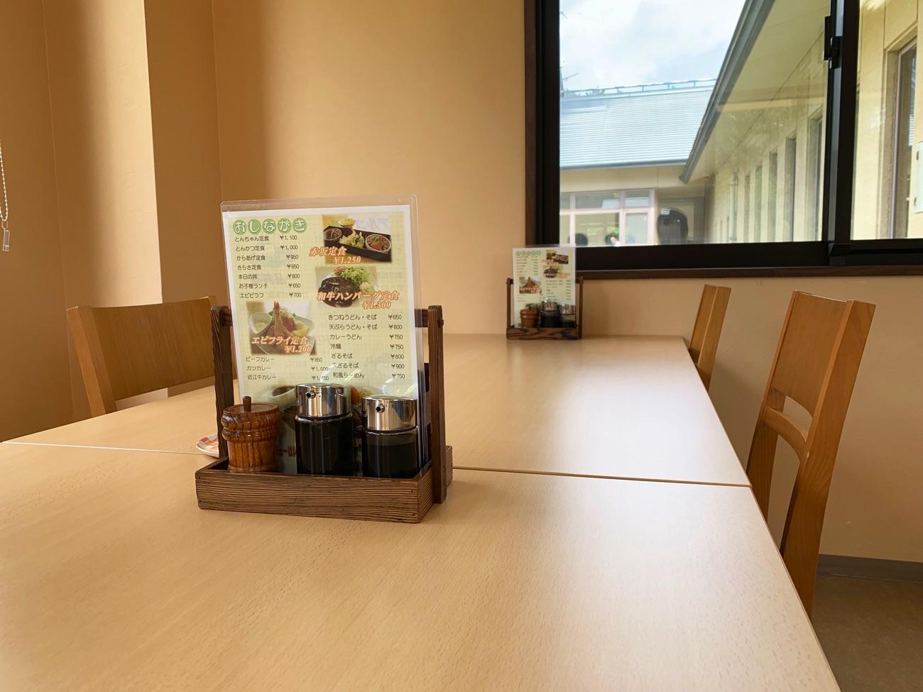 清潔感のあるテーブル