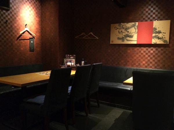 「高田屋」のテーブル席
