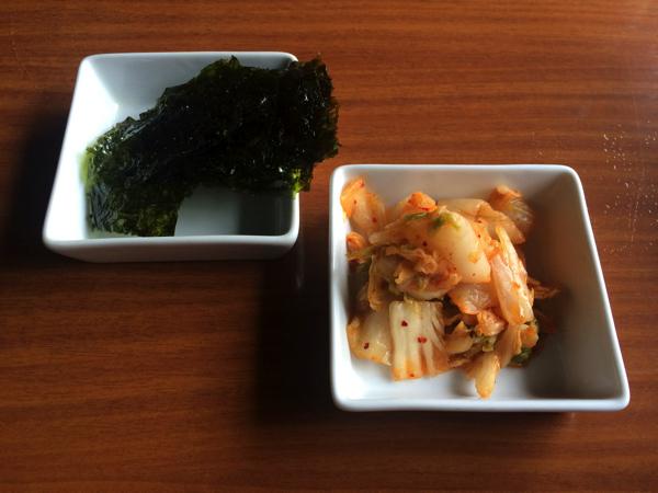 食べ放題のキムチと韓国のり