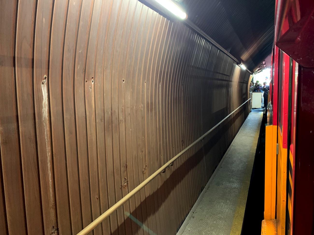 1号車・2号車はトンネル内に停車する