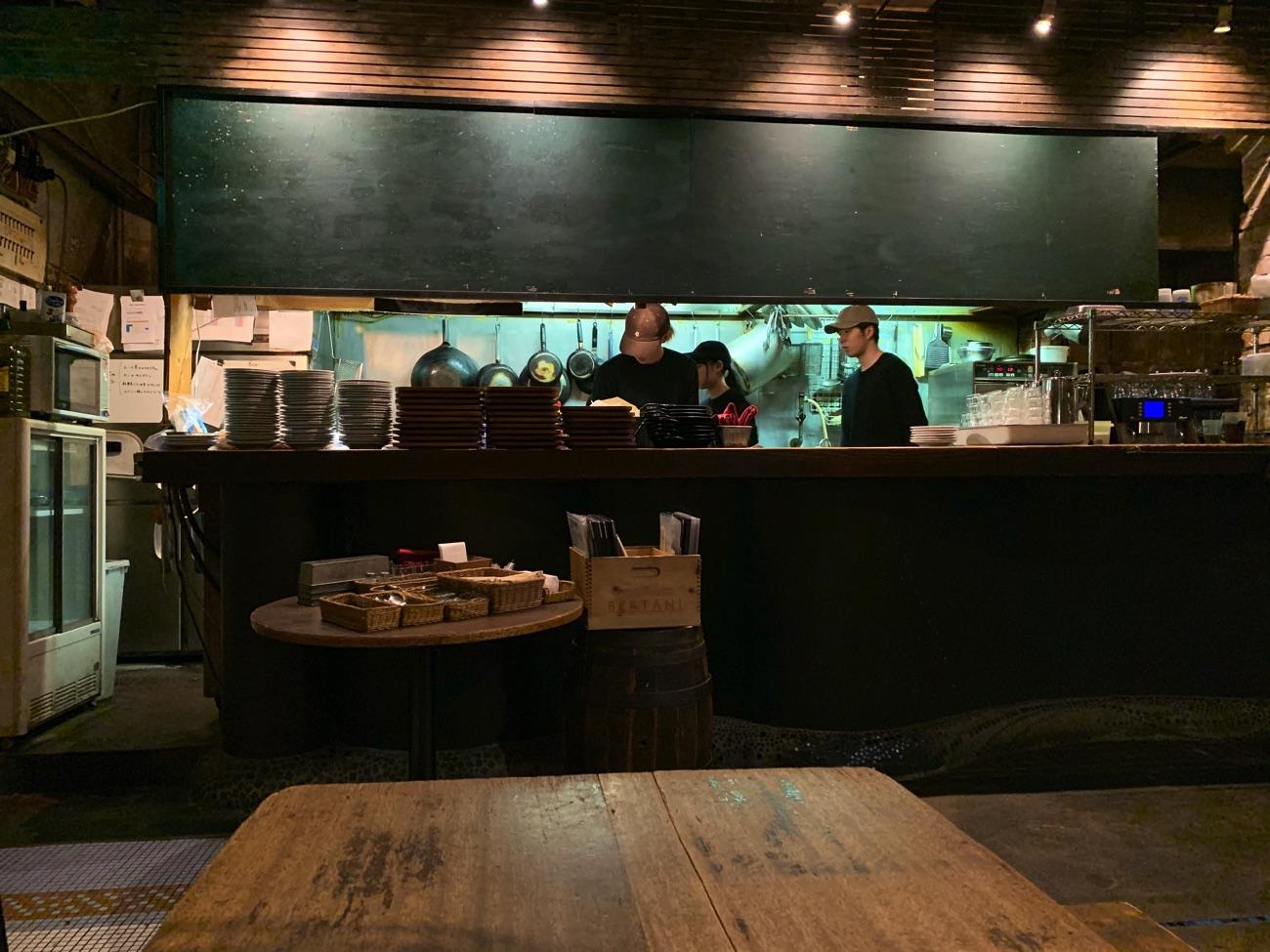 「カフェ アンデパンダン」の厨房