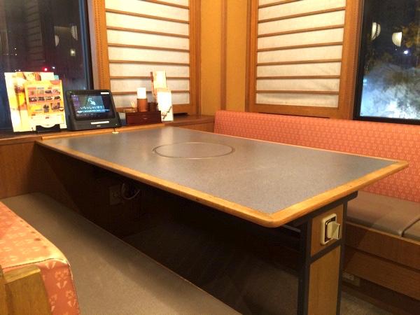 かごの屋のテーブル席