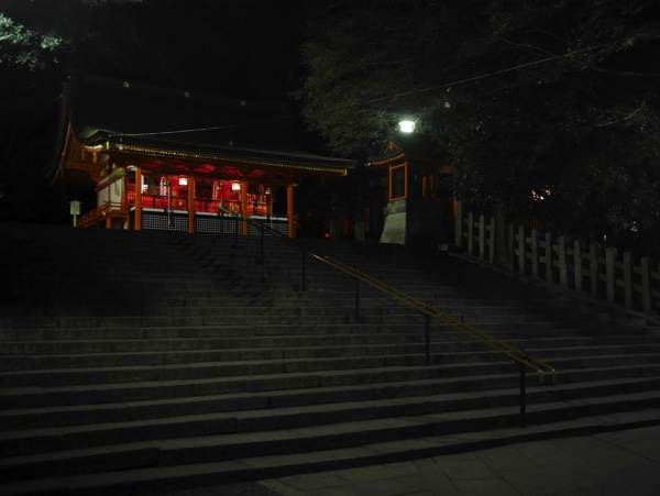 伏見稲荷大社の境内は階段が多い