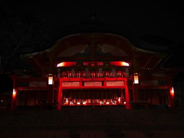 階段を上がると内拝殿