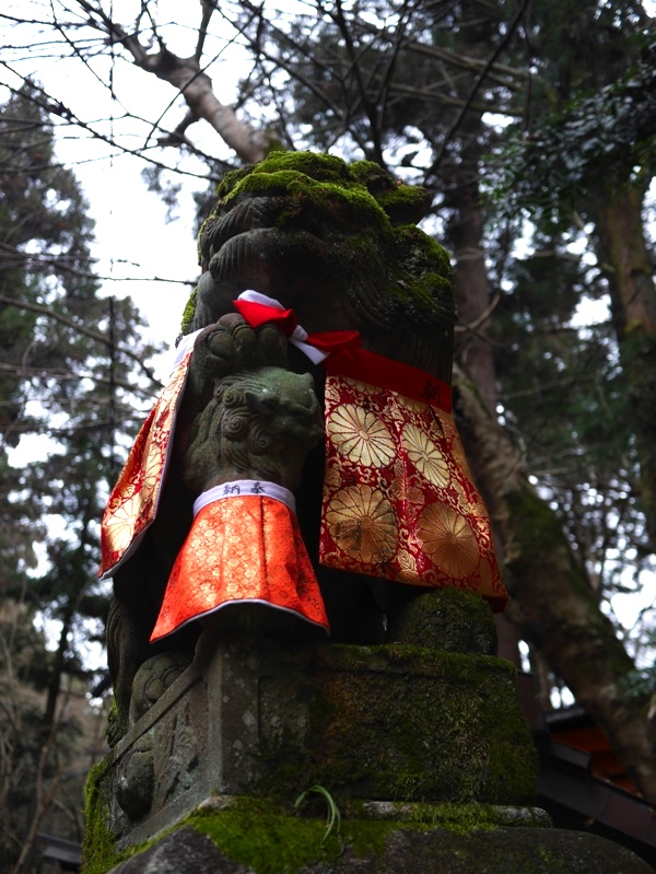 御膳谷奉拝所の狛犬