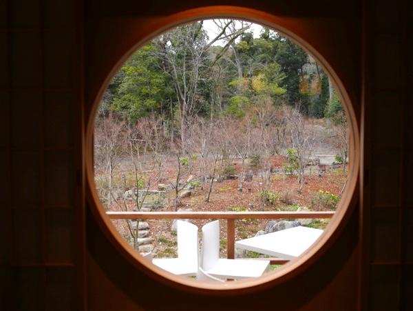 雰囲気のある丸窓
