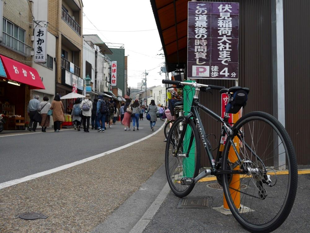 京阪・伏見稲荷駅から伏見稲荷大社へ続く道