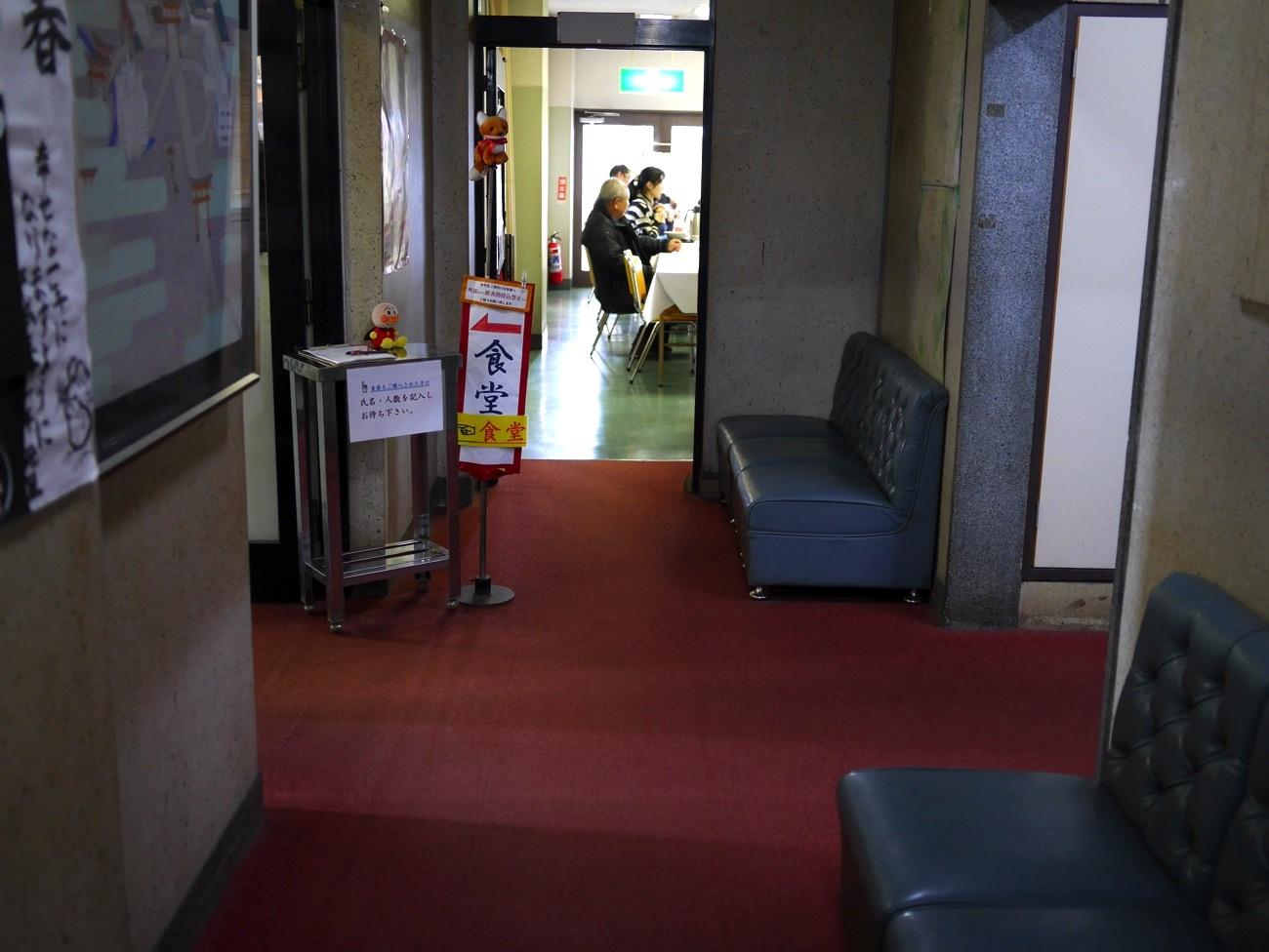 食堂への通路