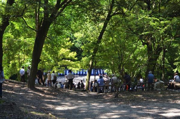すでに神田のまわりにはたくさんの観光客の姿が!