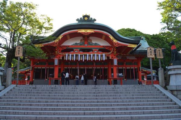 本殿の手前にある内拝殿