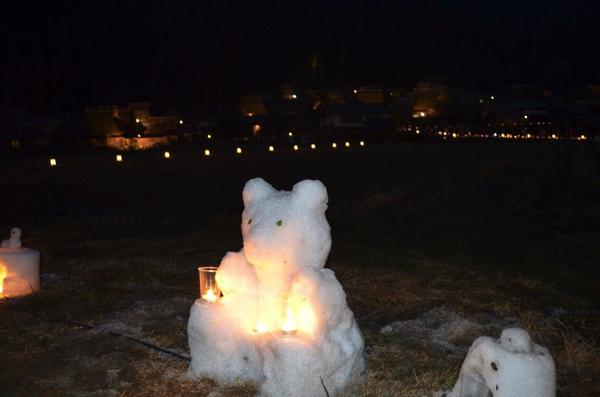 クマをモチーフにした雪灯籠