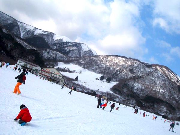 マキノ高原は子どもの雪山遊びに最適! 雪遊びの後はさらさの温泉へ! | ごりらのせなか